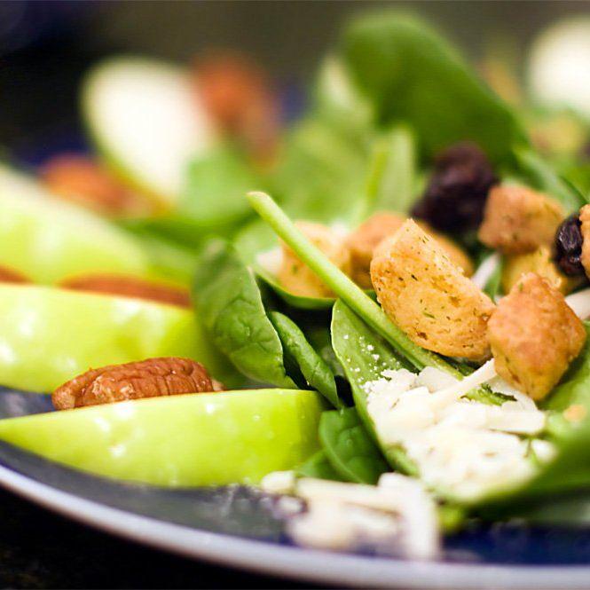Descubre la fórmula infalible para preparar deliciosas #ensaladas este verano con nuestros consejos. Leer en: http://www.elblogdeparacomerbien.es/2016/07/consejos-para-hacer-tus-ensaladas.html