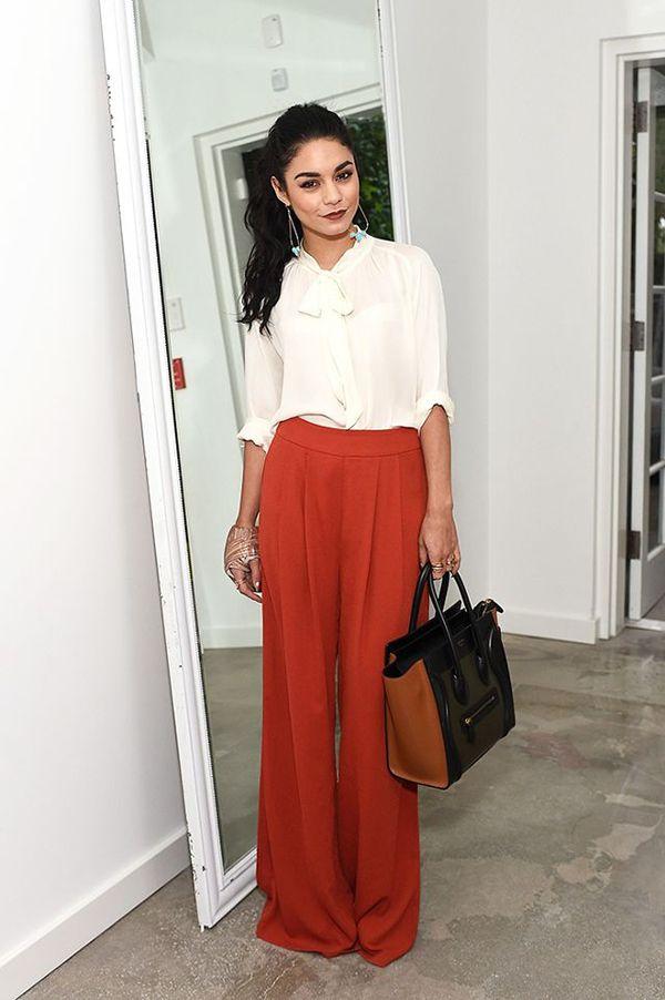 Vanessa Hudgens usa calça pantalona para parecer mais alta