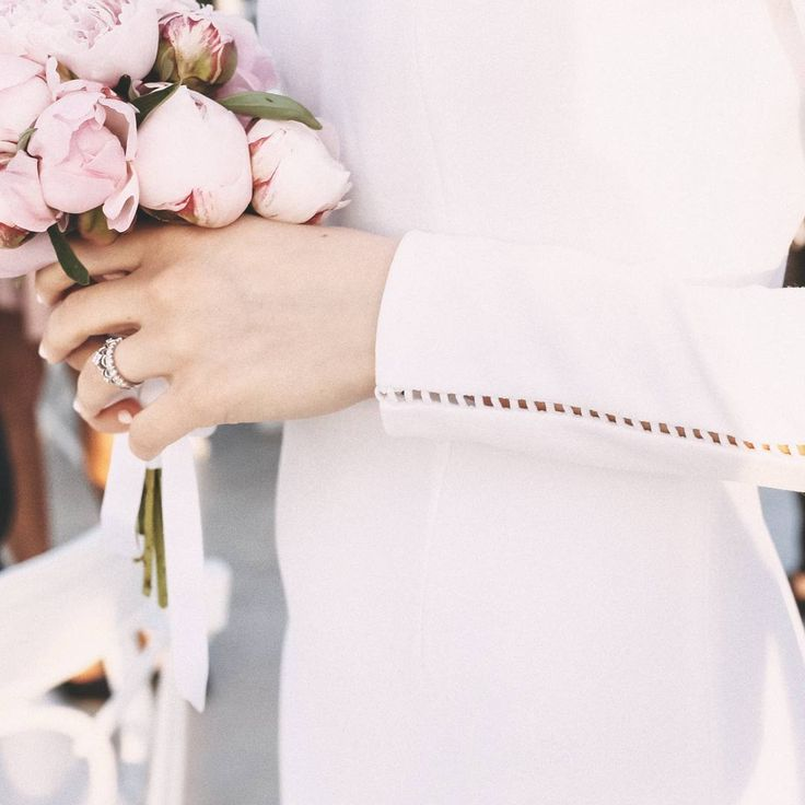 B R I D A L  S I G N A T U R E  #raquette #bridal #maisonraquette #wedding #dress #peonies #bridal #dress #bride #wedding #photography