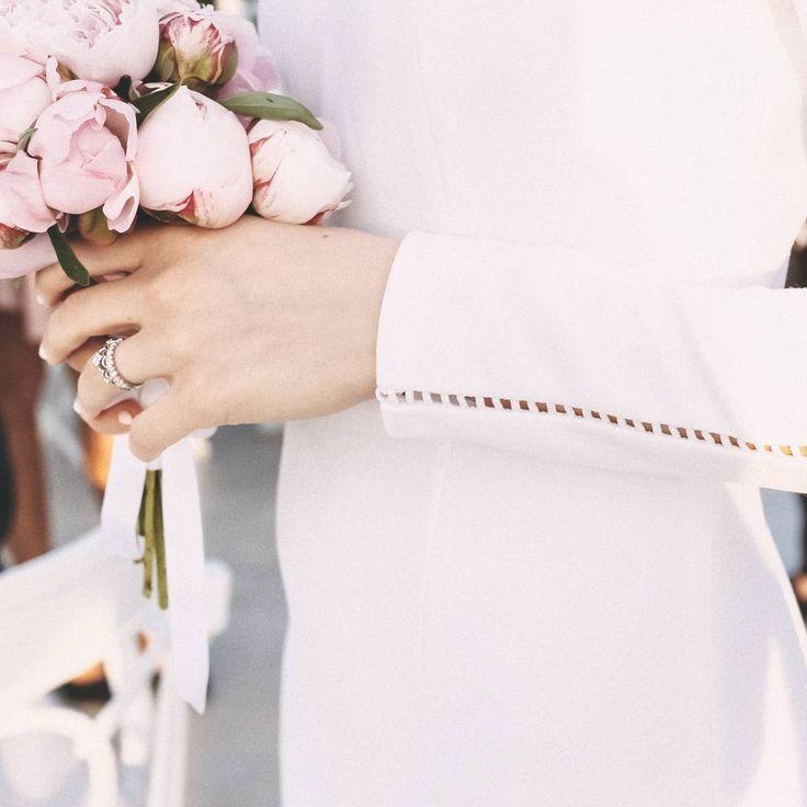 B R I D A L  S I G N A T U R E #raquette #bridal #maisonraquette #raquette #wedding #dress #peonies #bridal #dress #bride #wedding #photography #details