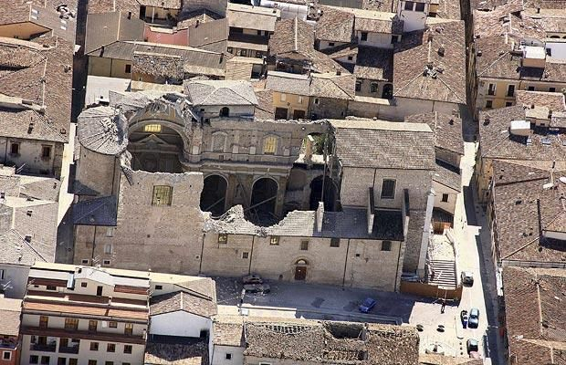 Italy earthquake: Aerial photographs of L'Aquila and Onna - Telegraph