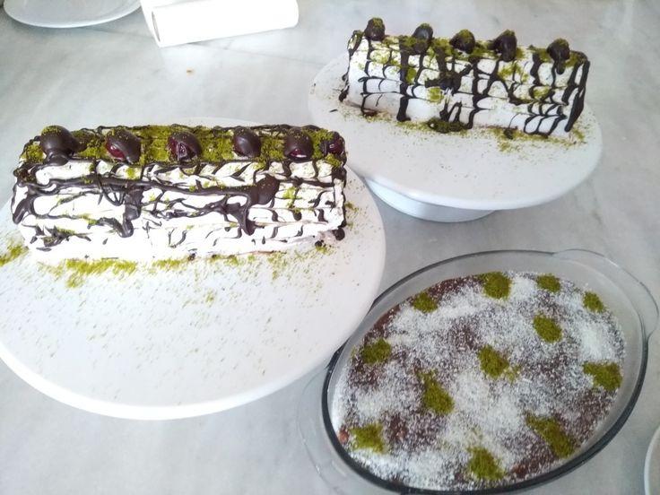 Fıstıklı ve vişneli rulo pasta
