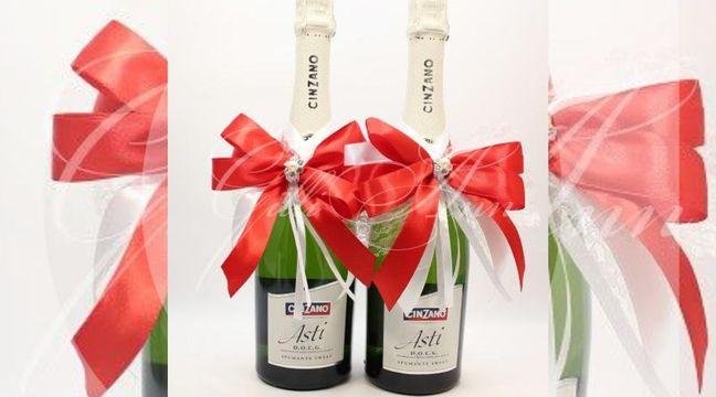 Украшение на бутылки шампанского Gilliann Red Rose GLS156 http://www.wedstyle.su/katalog/anniversaries/svadebnye-bokaly/ukrashenija-na/ukrashenie-na-shampanskoe-gilliann-gls155