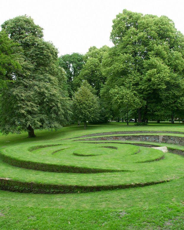 Children would love running around this!....Green Home