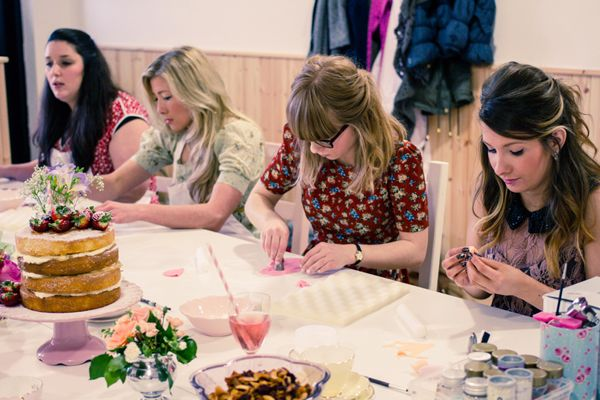 Vintage Hen Party Ideas - Cake Classes | onefabday.com