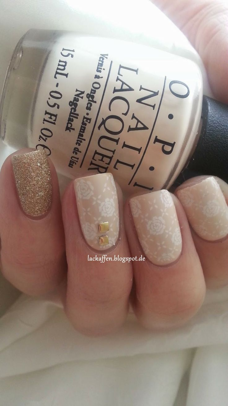 Lorde inspired nail tutorial - Nail Art White Roses On Nude Lackaffen Wei E Rosen