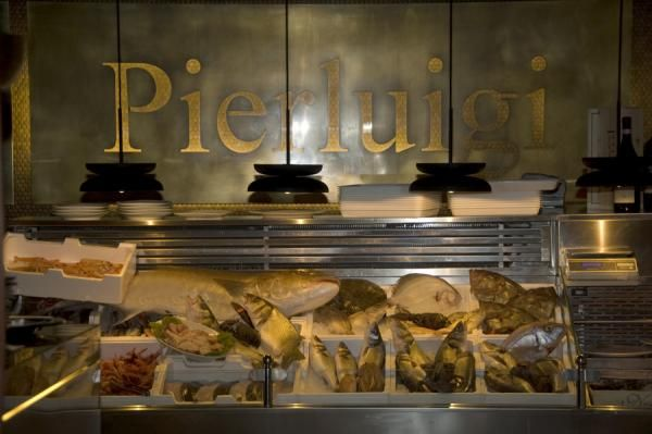 Lighting by PSLAB for Pier Giorgio Antonetti on Pierluigi restaurant, Rome.