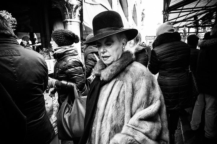 WOMAN AT THE FISH MARKET OF RIALTO - VENICE - MATTEO SIGOLO