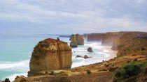 """Paysage divin sur la """"Great Ocean Road"""" 🌊 d'Australie avec ses 12 apôtres ☀️  #greatoceanroad #12apostles #twelveapostles #12apotres #victoria #australie #australia #travel #trips #merveille #tripadvisor #voyageexpert #wanderlust #viator #getaway #voyage #tourisme #decouverte #bucketlist #vacances #holidays #amazingdestination"""