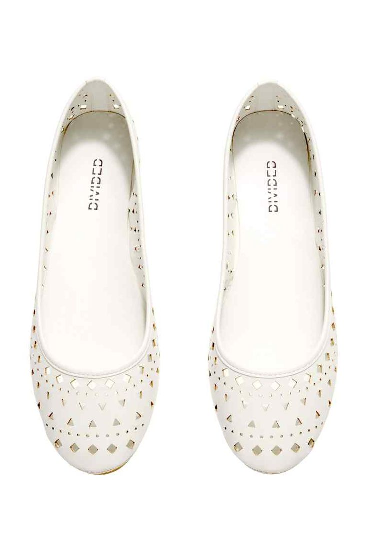 Traclist | White Perforated Flat
