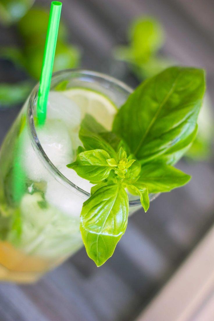 Cocktail Basito, la ricetta originale del drink a base di basilico e rum bianco.