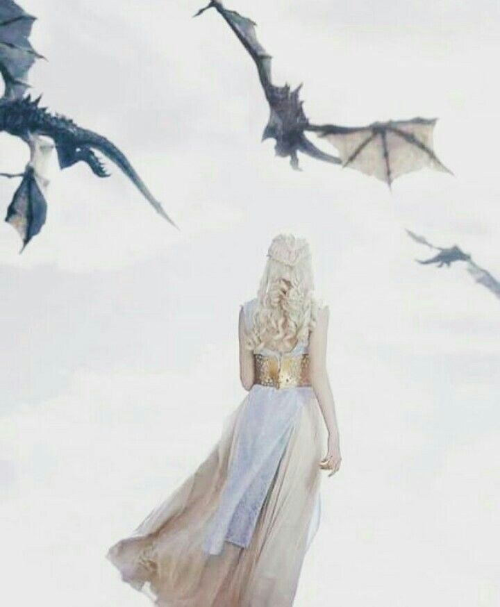 Danaerys and 3 dragons
