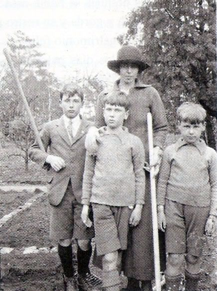 Infanta Alfonso (nee Beatrice of Saxe-Coburg-Gotha) with her three sons, c. 1920?