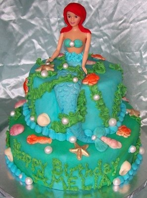 I love these doll cakes. They are relatively easy to make. Well, except this one. This one is complicated.