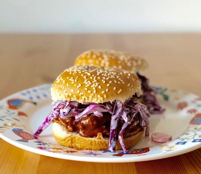 Gospodyni Miejska: Burgery z szarpaną wieprzowiną i purpurowym coleslawem