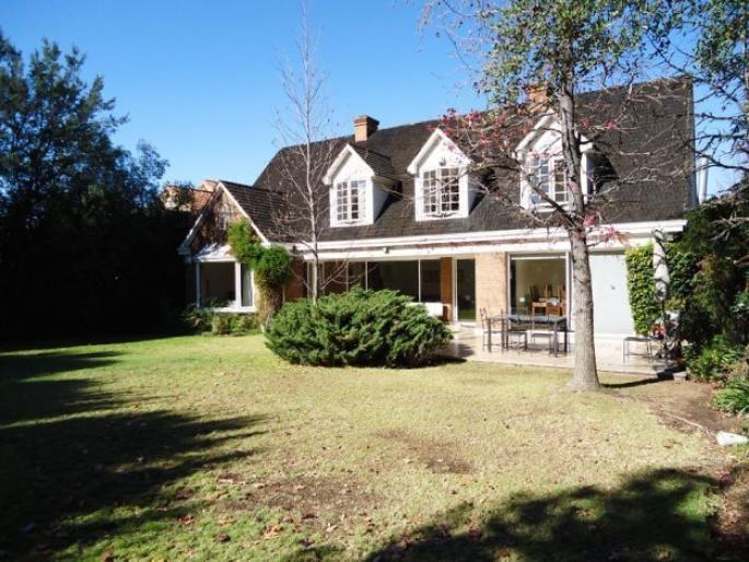 Estupenda casa para familia numerosa Informe de Engel & Völkers | T-1421852 - ( Chile, Región Metropolitana de Santiago, Lo Barnechea, Golf De Manquehue )