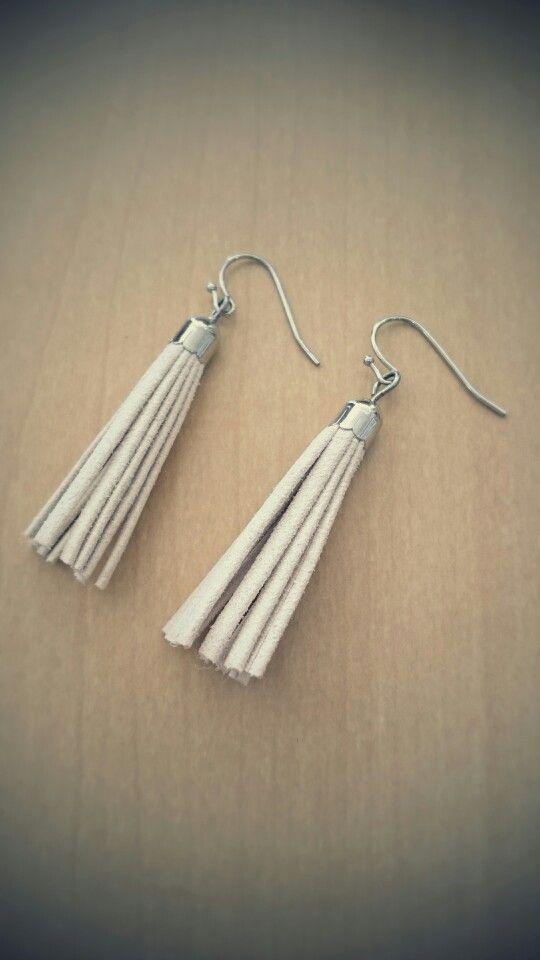 tassel pierced earrings...*