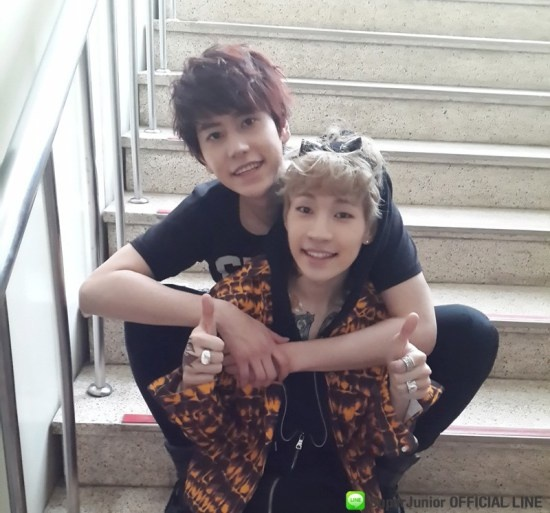 Super Junior Official Line update with KyuHyun n Henry