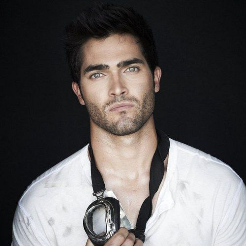 Tyler Hoechlin... oh come on! How can someone be so beautiful to hurt your eyes?