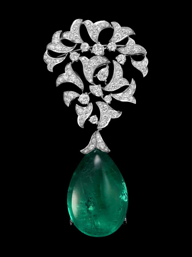Cartier Luxuriant necklace / brooch - Platinum, one 91.34-carat emerald drop from Colombia, one pear-shaped diamond, brilliants. PHOTO Nils Herrmann © Cartier 2012