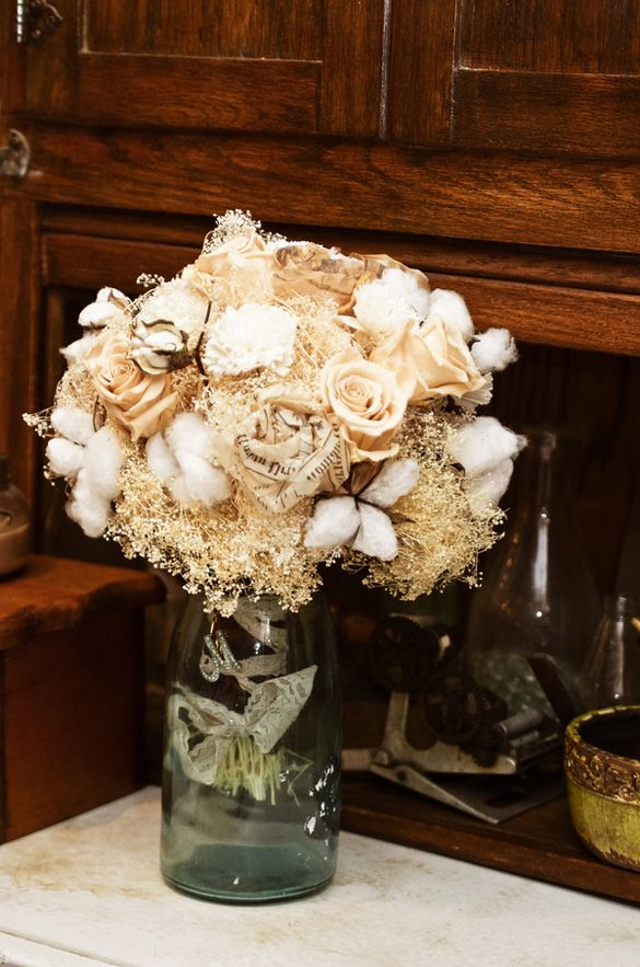 southern wedding bouquet with cotton