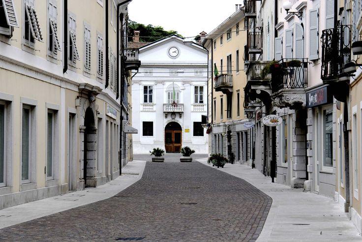 Via Garibaldi. Palazzo Municipale.