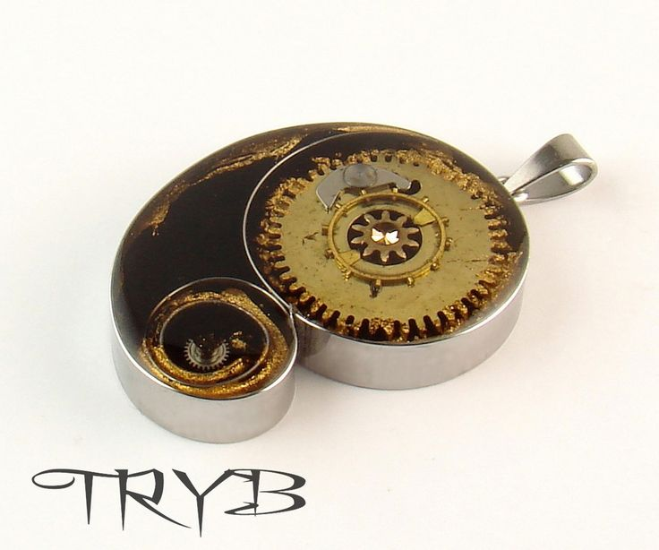 The clockwork Black_hole and the Star, unique, astronomical inspired medallion. The collapsing binary object of watch parts and emanel. #handmade #clockwork #cogs  #pendant #tryb #jewelry #blackhole #astronomy #astronomical #object #collaps