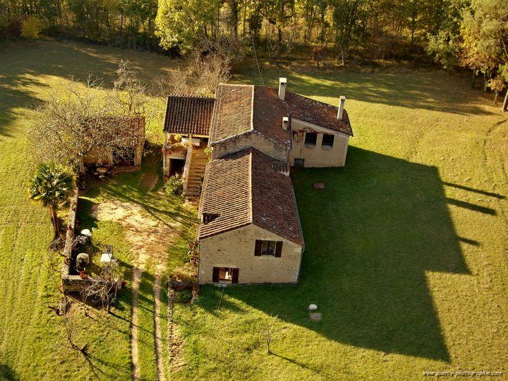 Propriété avec 2 maisons au centre de 21 ha. 372.700 €  Réf.:CA5440  http://www.pleinsudimmo.fr/fr/annonces-immobilieres/offre/puy-l-eveque/bien/1523526/propriete-avec-2-maisons-au-centre-de-21-ha.html