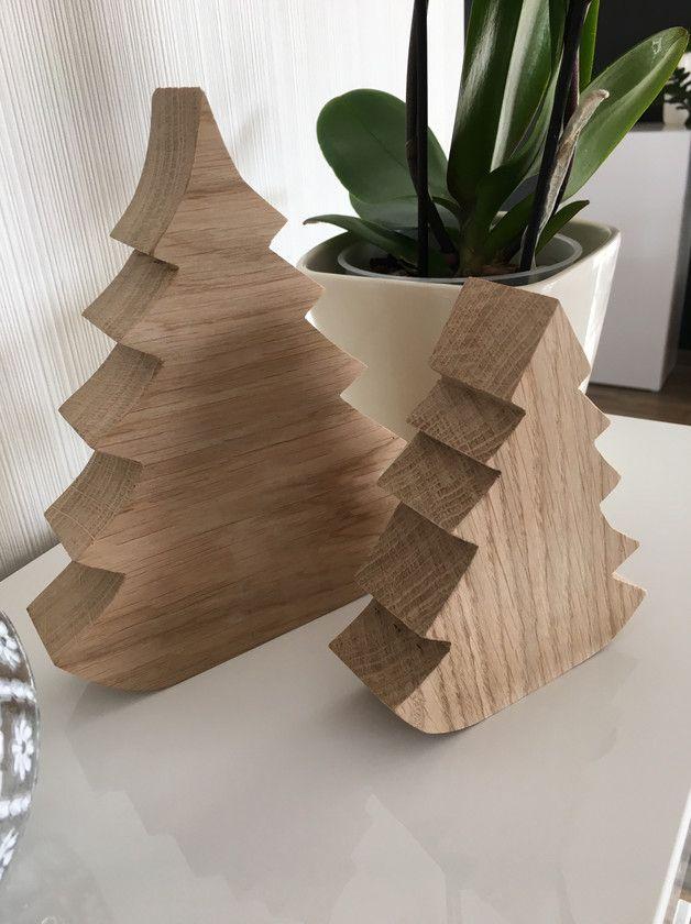 Eichen - Weihnachtsbaum  Aus heimischer Eiche Als 2 er Set Ca 14 und 20 cm hoch Ca 4 cm dick Der Preis gilt für beide Bäume!!