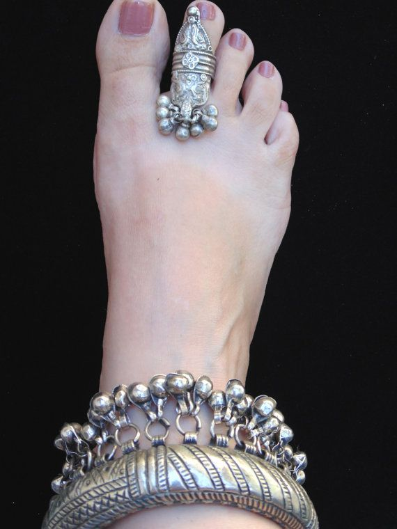 R0636 - Antique Rajasthani Tribal Silver Toe Ring - Adjustable - Collectors Ethnic Boho Statement Toe Ring