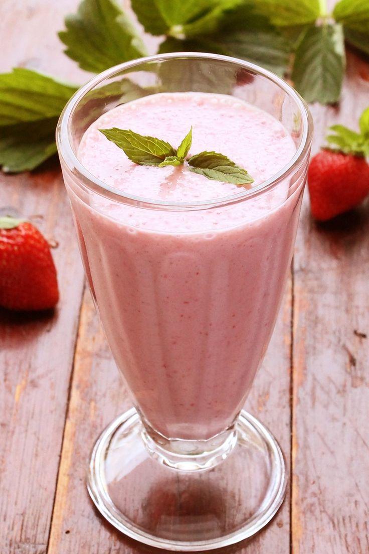 Weight Watchers Strawberry Vanilla Milkshake Recipe with Fat Free Milk, Yogurt, and Vanilla Pudding Mix - 4 WW Points