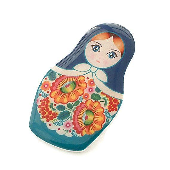 Matryoshka Russian Doll Brooch Turquoise Floral Kitsch por Jackdaw