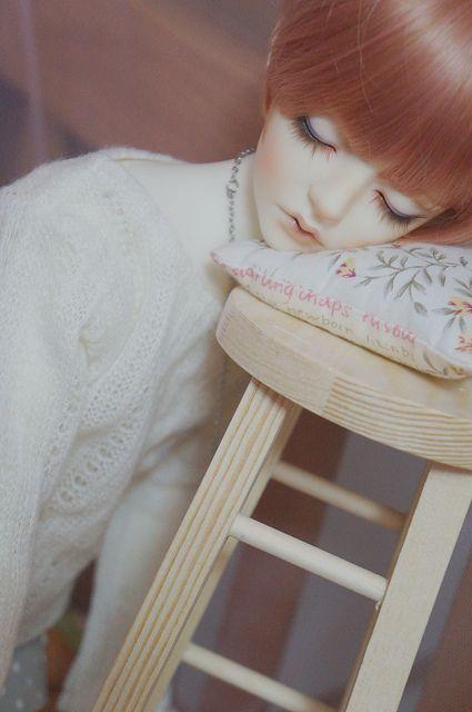 saskha:  Very sleepy… by 一件米糕 on Flickr.