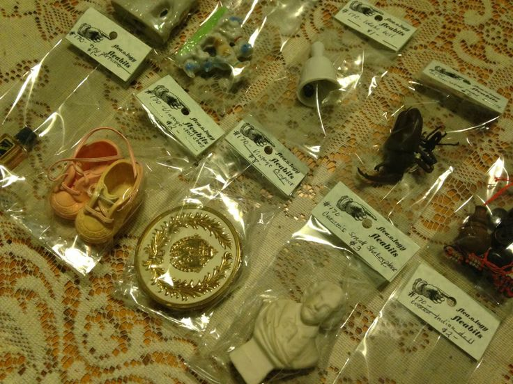 Pollyanna Reinvents: Displaying Tiny Smalls in an Antique Mall Booth.  I'm like a magpie, I love little treasures