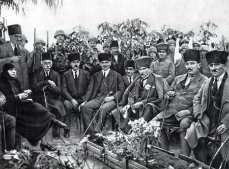 Atatürk ve Latife Hanım / 6 Foto Galeri Haberi için tıklayın! En ilginç ve güzel haber fotoğrafları Hürriyet'te!