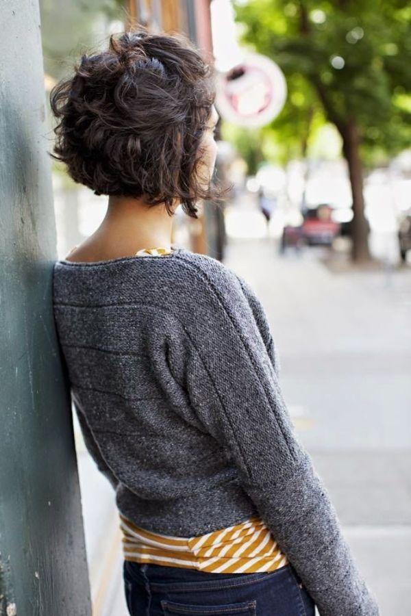 Messy hair style on short hair, with volume. //  Style coiffé-décoiffé sur cheveux courts avec du volume.