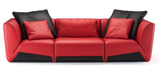 16 de septiembre 2015: Las mejores marcas de coches lanzan líneas de mobiliario propias (este es el sofá Sepang de cuero rojo creado por Lamborghini, solo cuesta 21.200 euros).