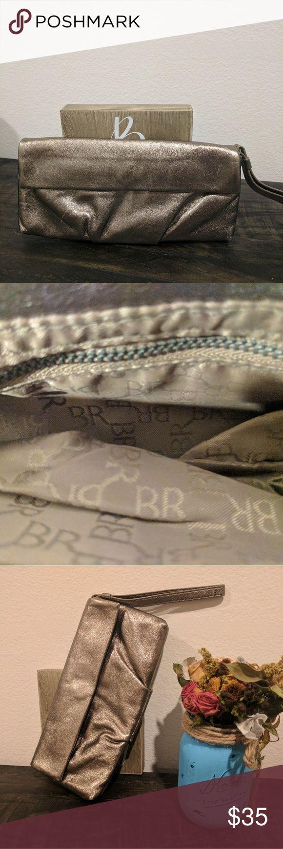 Banana Republic gold clutch purse Newer condition from Banana Republic gold clutch. Banana Republic Bags Clutches & Wristlets