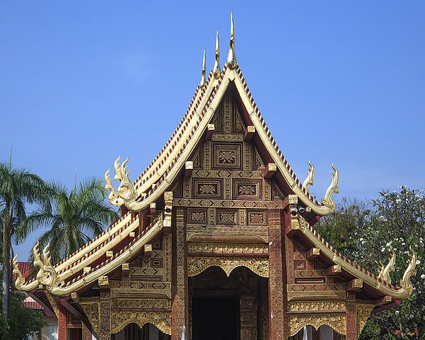 2013 Photograph, Wat Phra Singh Wihan Lai Kham Gable, Tambon Phra Sing, Mueang Chiang Mai District, Chiang Mai Province, Thailand. © 2013.  ภาพถ่าย ๒๕๕๖ วัดพระสิงห์ หน้าจั่ว วิหารลายคำ ตำบลพระสิงห์ เมืองเชียงใหม่ จังหวัดเชียงใหม่ ประเทศไทย
