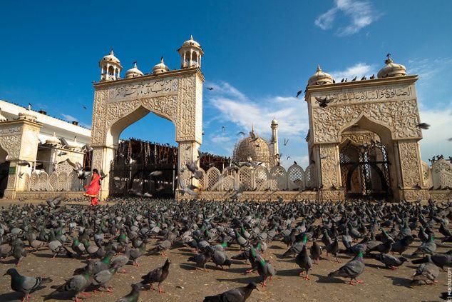 hazratbal shrine in srinagar kashmir #travel #travelpics  http://ihimalayan.wordpress.com/2014/08/13/srinagar-tourism-a-tour-of-the-city/
