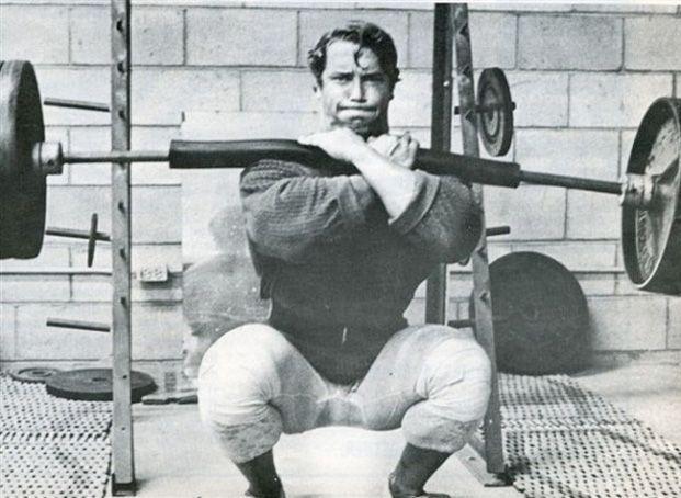 O agachamento frontal é raramente incluído no treino por dois motivos simples: O exercício é disseminado cada vez menos dentro das academias e está... #Fitness