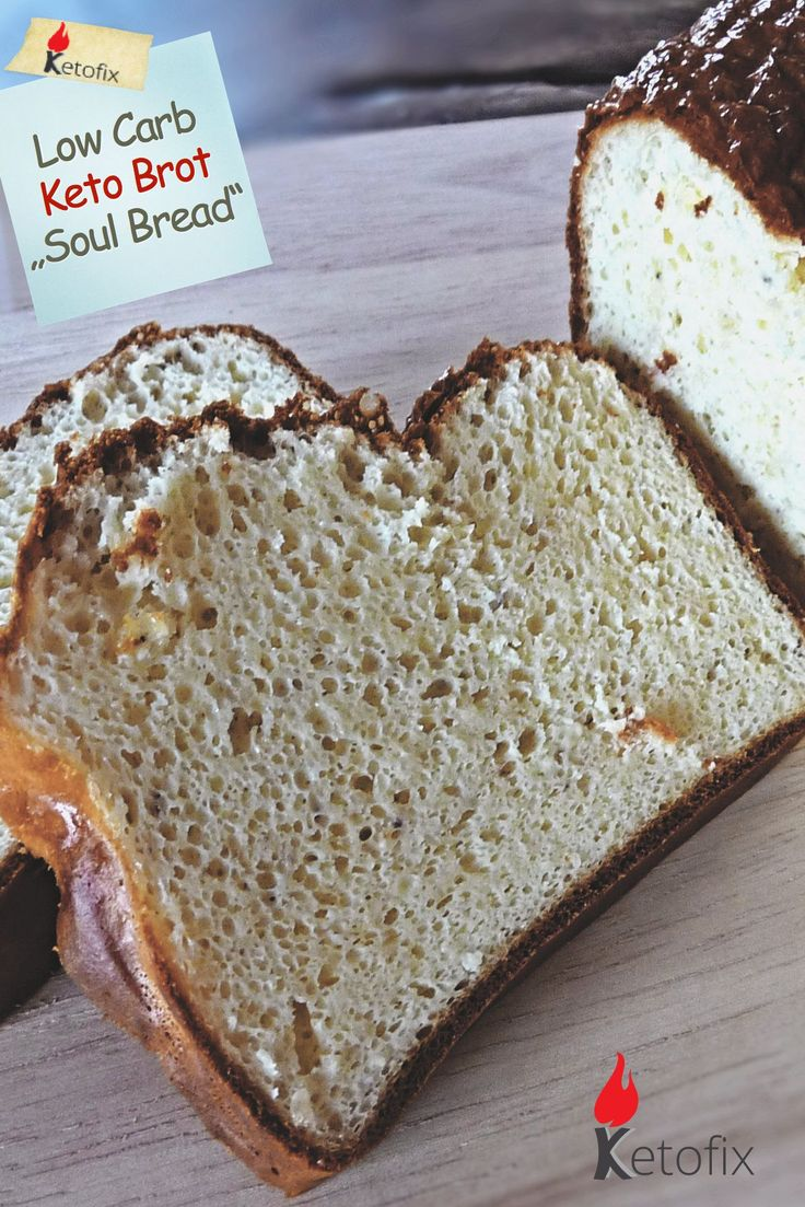 """Wenn es ein Low Carb Brot mit wenigen Kohlenhydraten gibt, welches tatsächlich nach Brot schmeckt, dann ist es das Keto Brot """"Soul Bread"""". Dieses Low Carb Brot Rezept (1g Kh / Scheibe) ist so genial. Es hat sogar eine eigene Facebook-Gruppe."""
