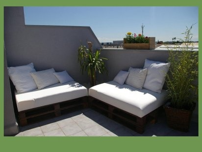 Rincón chill out con tablas de palet | Hacer bricolaje es facilisimo.com: Decor, Blog Idea, Con Palet, Casa Decoración, Con Palé, La Terraza, Hecho Con, Pallet, Con Tabla