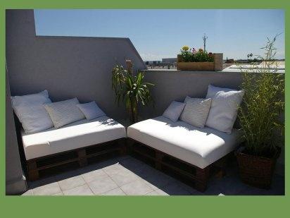 Rincón chill out con tablas de palet | Hacer bricolaje es facilisimo.com: Decor, Outdoor Ideas, The Terrace, Con Palet, Con Palé, Blog Ideas, Made With, Home Decoration, Con Tabla