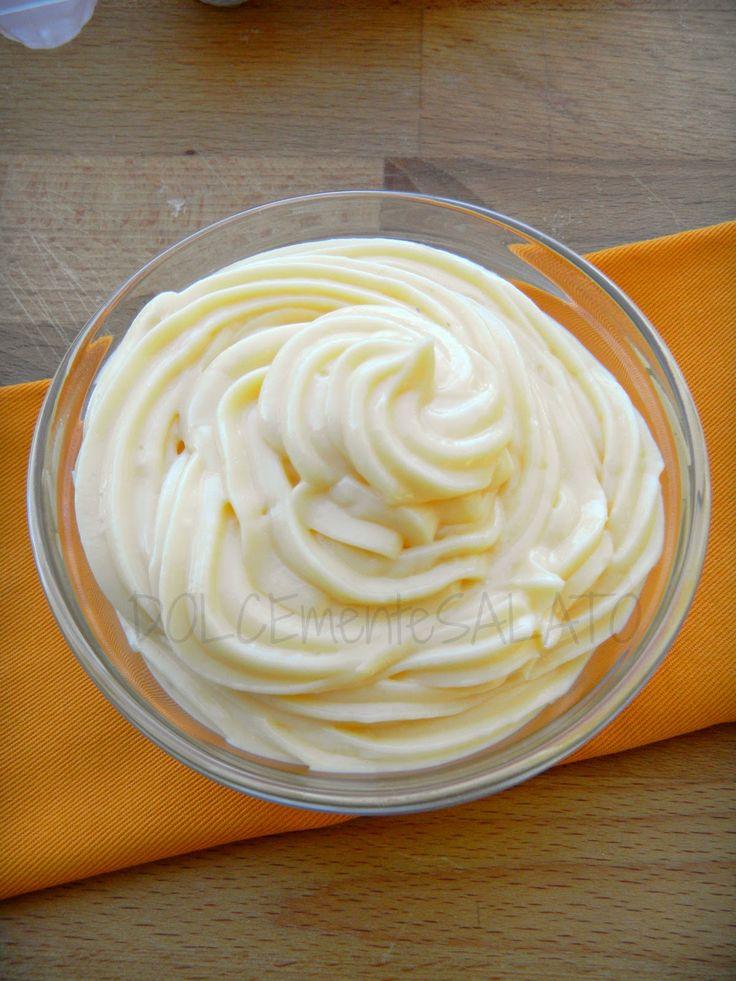 Come si farebbe senza questa crema? E' infatti molto usata in pasticcera per via della sua versatilità, da questa poi nascono altre c...