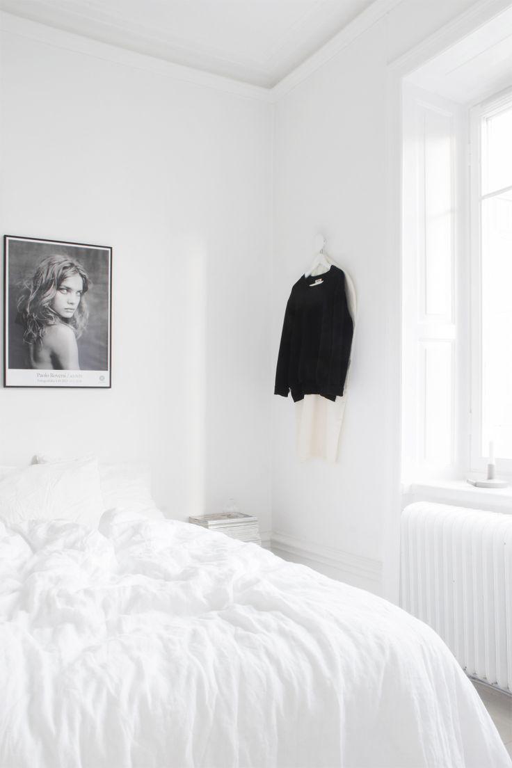 Medina Lind | White bedroom |