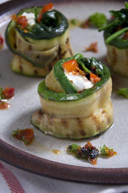 Courgetterolletjes met geitenkaas en spinazie - Brenda Kookt