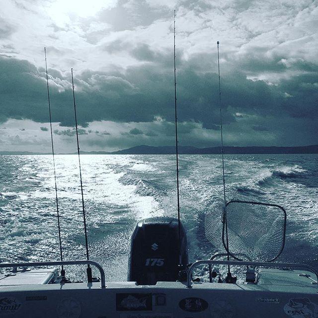 【suga_bun】さんのInstagramをピンしています。 《今シーズンの釣りはひとまず終了です。次回は3月末ぐらいからタイラバを始める予定です!それまでは道具のメンテと、イメトレに励みたいと思いますm(_ _)m  #釣り#海釣り#タイラバ#鯛ラバ#ジギング#イカメタル#明石#海#絶景#船#fishing#boat#shimano#早く釣りに行きたい》