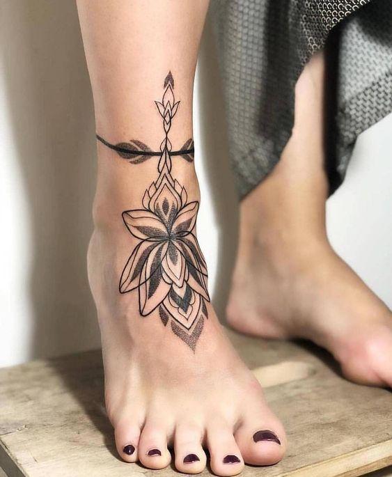 Tatuagens nos pés e tornozelos: 20 ideias que vão te dar inspiração | Tatuagem tornozelo feminina, Tatuagem no tornozelo, Tatuagens elegantes