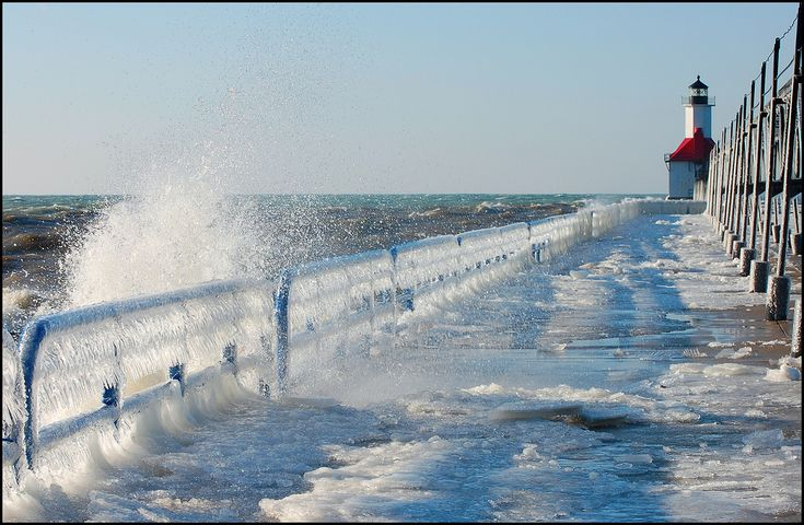 Google+Picks+Pictures+Nature | Lake Michigan's Famous Frozen Pier and Lighthouse «TwistedSifter